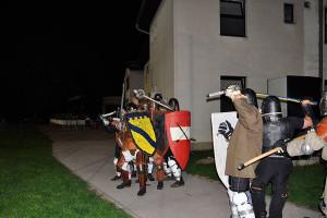 Schwertkampf in Wien vor dem schicken Vereinsheim des HTC
